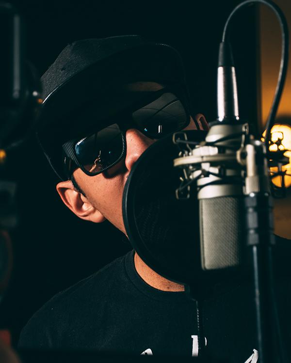 singer-in-mic